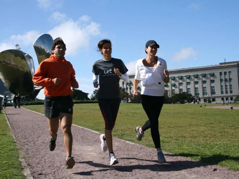 actividades físicas: asma y deporte; jóvenes corriendo