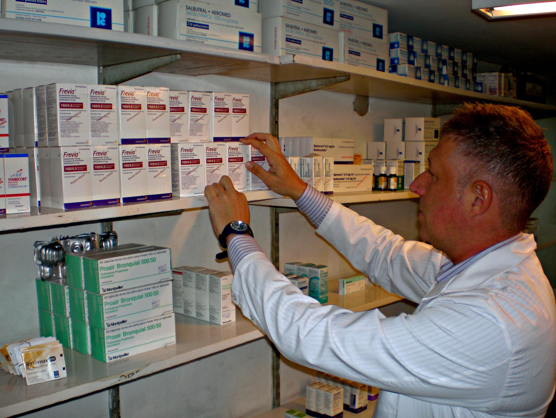 Se entregan medicamentos en forma gratuita a pacientes, de alta vulnerabilidad social, que provengan de los servicios hospitalarios nacionales o municipales de Alergia e Inmunología y de Neumonología.