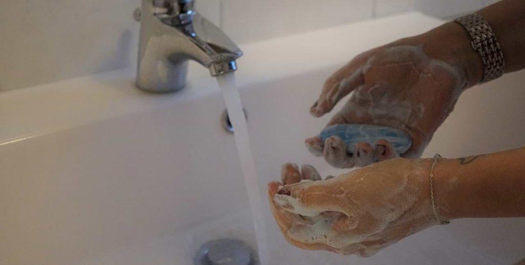 lavarse las manos con frecuencia resulta una medida preventiva de sorprendente efecto contra el coronavirus 2019-nCoV